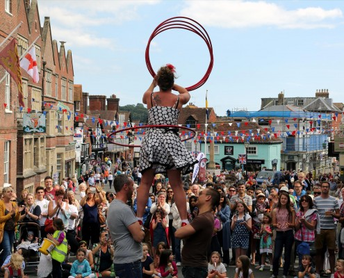 ArundelSaturday-037A6492-Circus-Acts-in-High-Street-2000-495x400